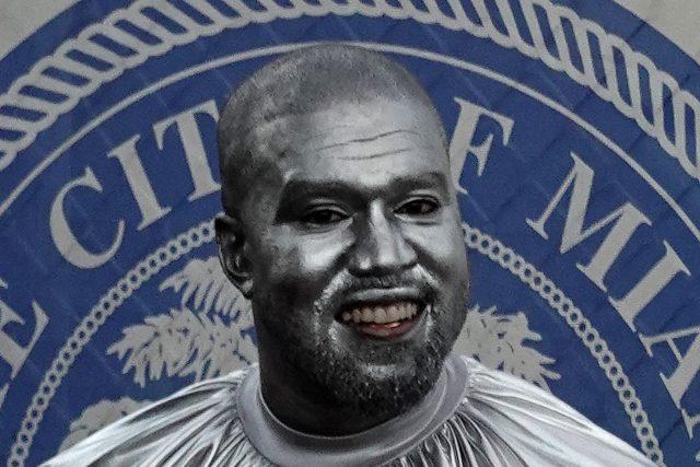 Stříbrný Kanye West