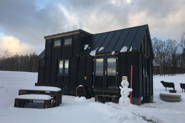 Kámoši chodí skejtovat,  Radek místo toho v sedmnácti staví tiny house | foto: archiv Radka Pospíšila