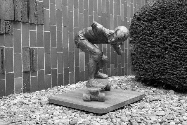 Nejstarší skateboardová socha na světě se vrátí na pražskou Folimanku | foto: Pavel Friš,  vysehradskej.cz