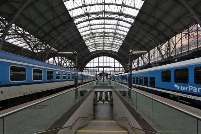 Praha hlavní nádraží | foto: Simon Legner,  Wikimedia Commons,  CC BY-SA 4.0