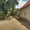 David Zábranský u Literárního domku v Klášteře Broumov